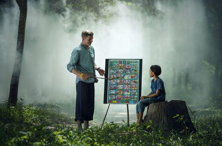 Программа «Земский учитель - 2020» – кто получит 1 млн за переезд в деревню?