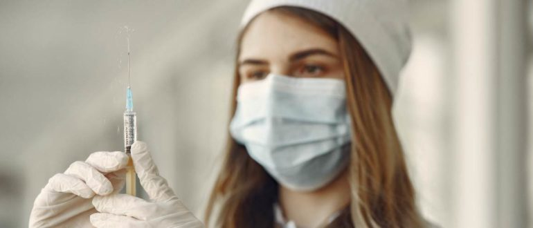 Выплата медикам за коронавирус в сентябре 2020 года – продлят или нет выплату надбавок до 2021 года?